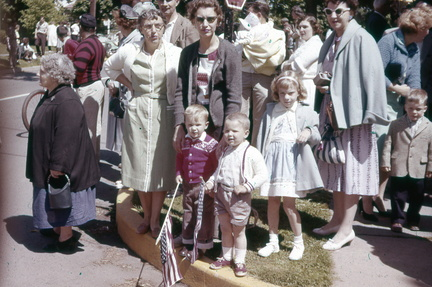 1961-HwBoro-Memorial-Parade-Devlin-02-Crowd