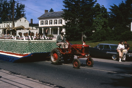 1964-HwBoro-Memorial-Parade-Devlin-02-Broad West