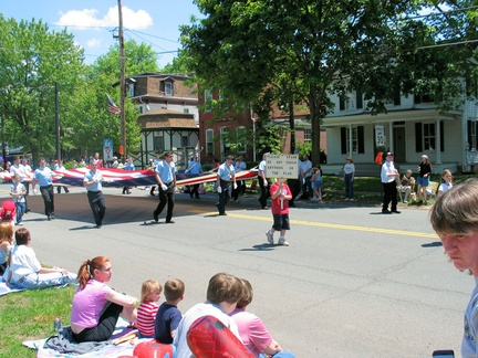 2005-Memorial-Parade-Gantz-45-Broad East-11-Legion Flag