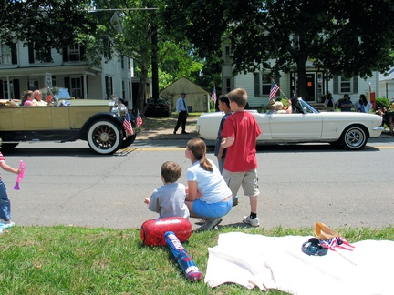 2005-Memorial-Parade-Gantz-48-Broad East-11-Antique Cars