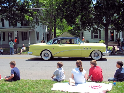 2005-Memorial-Parade-Gantz-51-Broad East-11-Antique Cars